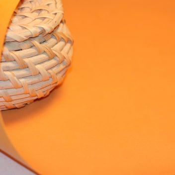 Переплетный кожзаменитель персикового цвета