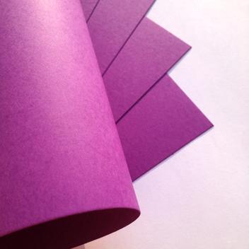 Гладкий фиолетовый картон