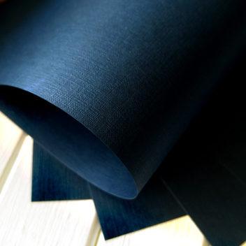 Бумага с тиснением Лён темно-синяя 30х20см