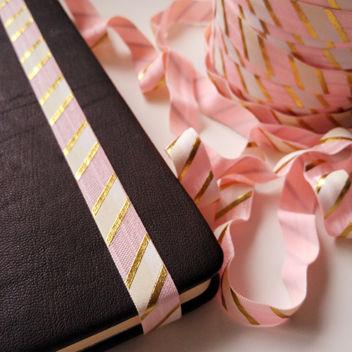 Широкая розовая резинка с золотом Большая диагональ 15мм 1м