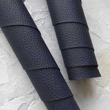 Иссиня-чёрный кожзаменитель с крупным тиснением под кожу