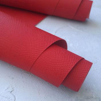 Красный кожзаменитель Питон