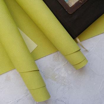 Нежно-зеленый кожзаменитель Питон