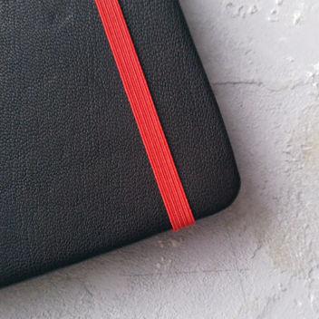 Резинка тонкая красная для блокнотов