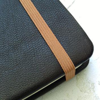 Резинка тонкая светло-коричневая для блокнотов 6мм