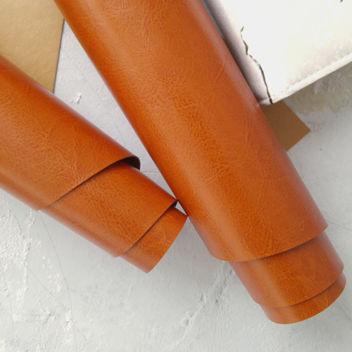 Глянцевый рыжевато-коричневый переплетный кожзам
