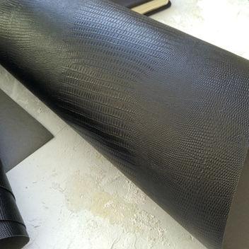 Черный кожзаменитель с тиснением Ящерица