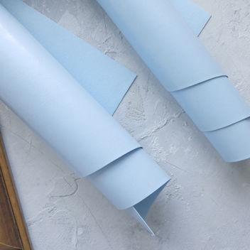 Глянцевый приглушённо-голубой переплетный кожзам