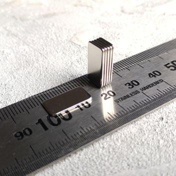 Магниты тонкие прямоугольные 15х8х1мм