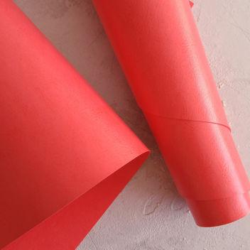Глянцевый светло-красный переплетный кожзам