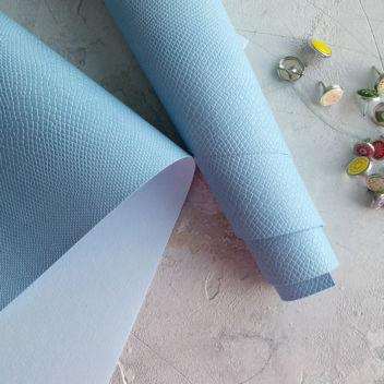 Светло-голубой кожзаменитель Питон