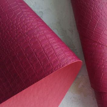 Кожзаменитель Крокодил пурпурного цвета