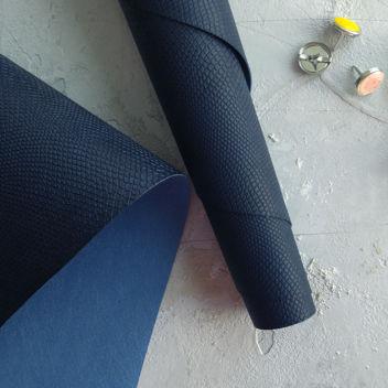Тёмно-синий джинсовый кожзаменитель Питон