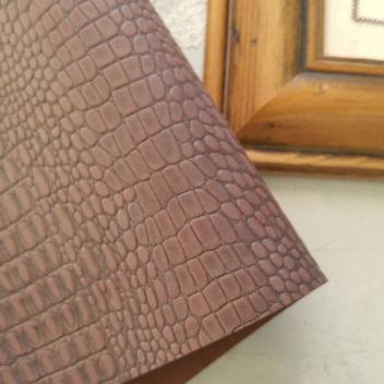 Розовато-коричневый кожзаменитель Крокодил