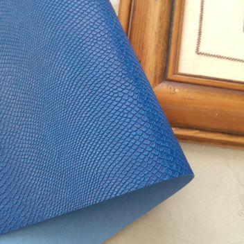 Сине-голубой кожзаменитель Питон