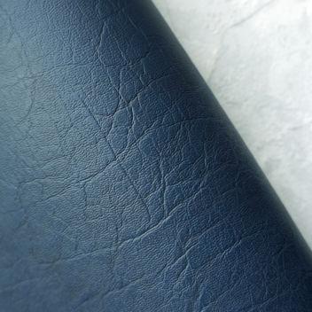 Джинсовый тёмно-синий кожзаменитель с тиснением под мятую кожу