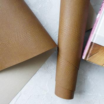 Желтовато-коричневый кожзаменитель Питон