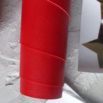 Красный кожзаменитель с тиснением Геккон