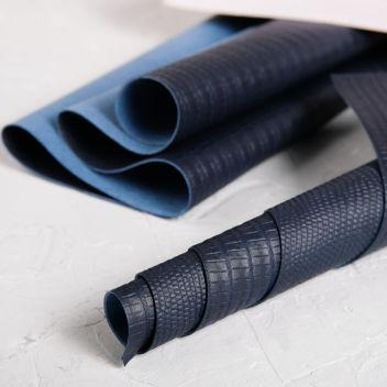 Джинсовый темно-синий кожзаменитель с тиснением Ящерица