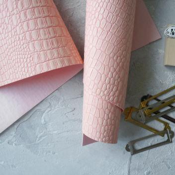 Розовато-персиковый кожзаменитель Крокодил
