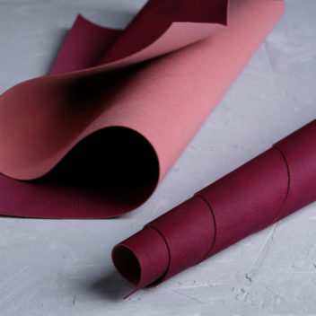 Рубиновый кожзаменитель с тиснением Джинс